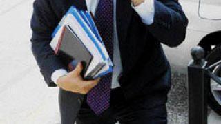 ψάχνω ρε πατέρα, όλη μέρα με το βιογραφικό στο χέρι είμαι, εύκολο θαρρείς είναι; (από xalikoutis, 02/10/08)