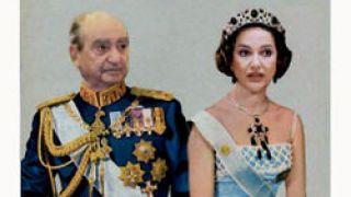 Μητσοτάκης: Mη φοβάσαι Ντόρα.Θα σε κάνω μέχρι και βασίλισσα Θεοντόρα χάρη στις ντούρασελ που θα σου δώσω.Ντόρα:ΝΤΟΡΑσελ δώσε μου.Γκαντεμιά μη μου δώσεις  (από GATZMAN, 19/10/08)
