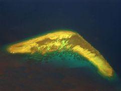 """Ένα από τα νησία Spratley στην Ινδοκίνα. """"Spratley Islands"""" τσιμπουμεραγκικώς αναγραμματίζεται ως """"Lady\'s lips, astern"""" (από Vrastaman, 23/01/09)"""