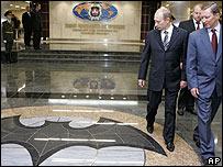 Ο πουτινιάρης βλέπει στον Πούτιν έναν Μπάτμαν... (από Hank, 17/01/09)