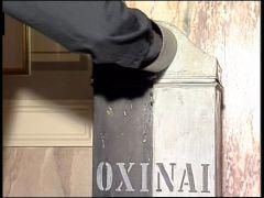 η κάλπη-ντενεκές σε μια έκθεση στη Βουλή (από Pirate Jenny, 13/02/09)