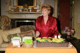 και στα γενέθλια των 80 της  (από ironick, 27/02/09)