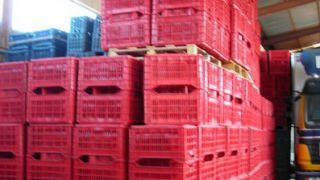 κλούβα λέμε κυρίως το πλαστικό καφάσι του μανάβη (από ironick, 07/03/09)