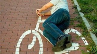 Κάποιοι δεν γαμάνε ούτε καν το ποδήλατο του χωριού. (από Galadriel, 01/03/09)