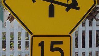 Προσοχή: γειτονιά με 15χρονες τραμπαλέτες  (από Marco De Sade, 14/03/09)