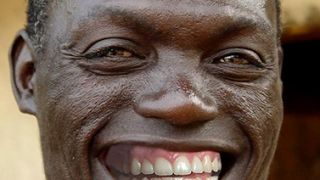 I Pierra αναμένει τον Περι στο λιμανι του Abidjan - ε ρε γλέντια! (από Vrastaman, 28/03/09)