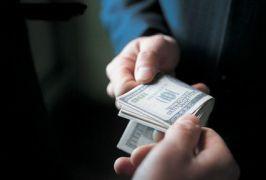 Το χρήμα και να μην είναι καθαρό, μπορείς πάντα να το πλύνεις (από Marco De Sade, 19/03/09)