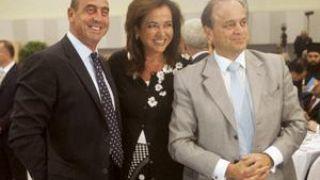 Αγία οικογένεια. Το φωτοστέφανο λείπει μόνο! (από GATZMAN, 12/04/09)