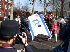 10.3.09:  Αντισιωνιστές Ορθόδοξοι Εβραίοι καίνε σημαίες του Ισραήλ διαμαρτυρόμενοι για την ύπαρξη του Εβραϊκου κράτους!!!! (από Vrastaman, 04/04/09)