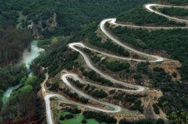 Στροφιλίκια με φουρκέτες on the road to Πάπιγκο (από Vrastaman, 03/05/09)