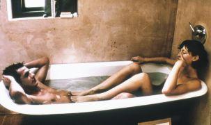 """Η ποδοφραπεδούμπα της Margot Stilley στον Kieran O\'Brien στο έργο του Michael Winterbottom 9 Songs ΔΕΝ είναι """"μουσακά"""" (από Vrastaman, 07/05/09)"""