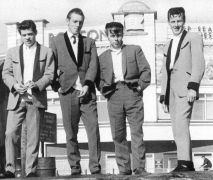 Τέντι μπόις, Λονδίνο 1962 - εμφανής η μετεξέλιξη της στολής (από poniroskylo, 05/06/09)