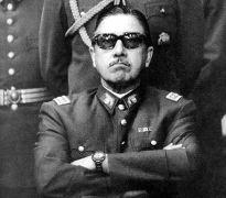 Pinochet εις νεαράν ηλικίαν (από Vrastaman, 07/07/09)