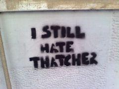 """""""Ακόμα μισώ την Θάτσερ"""", στένσιλ, φωτογραφημένο τον Ιούλιο του 2009, οδός Μαυρομιχάλη, Αθήνα. (από patsis, 19/09/09)"""
