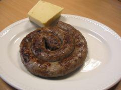 Γερμανικό λουκάνικο με αφρικανικό τυρί. (από panos1962, 21/11/09)