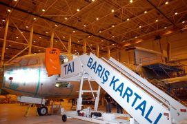 Επιβίβαση σε Kartali (απο την ιστιοσελίδα της Τουρκικής Αεροπορικής Βιομηχανίας) (από Vrastaman, 12/11/09)