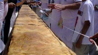 Πίτσα από την Βιλγαρία, η μεγαλύτερη σύμφωνα με το Ρεκόρ Γκίνες. (από Khan, 11/01/10)