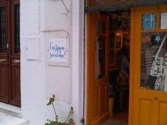 Το μικρό μαγαζάκι Γιαλομαμούνα στην Χώρα της Άνδρου... (από Vrastaman, 13/09/10)