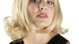 Η συνοικιακλη γκόμενα φέρει περούκα με κοντό φλου (από sstteffannoss, 25/11/10)