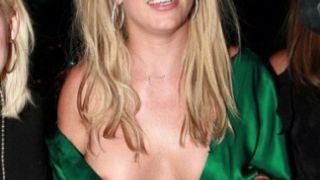 Britney Spears: Nip slip το χίπικο. (από Khan, 15/03/11)