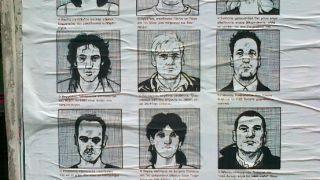"""""""Δηλαδή για νά \'χουμε καλό ρώτημα... Τελικά ποιος έριξε τα μεροκάματα;"""". Αφίσα. Εξάρχεια, Αθήνα. (από patsis, 19/03/11)"""