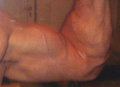 Χέρι από ντούκι με εντυπωσιακή (;) πάπια (από sstteffannoss, 20/06/11)