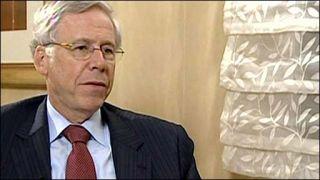 Ο διευθύνων το Ινστιτούτο Διεθνούς Χρηματοοικονομικής (IIF) Charles Dallara. (από Khan, 25/07/11)