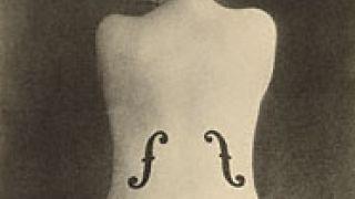 «Το βιολί της Ινγκρές», Μάν Ρέι (1924). Το βλέπει κανείς συχνά και ως τατουάζ. (από vikar, 25/07/11)