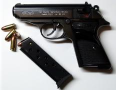 Αν ο πέοντας είναι γεμιστήρας, τότε το μουνί είναι όπλο? (από Vrastaman, 22/08/11)