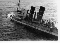 Ναυάγιο α/π Αδρίας στη Φαλκονέρα το 1951 (από nikolaosvlas, 07/10/11)