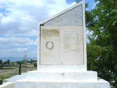 Μνημείο στην Αχλαδιά Φλωρίνης για τους πεσόντες στο Αλβανικό μέτωπο του \'40. (από allivegp, 31/12/11)