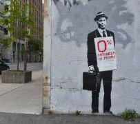 ένας bankster κατά Banksy (από Pirate Jenny, 28/03/12)