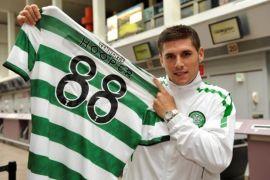 O 24χρονος επιθετικός της Celtic, Garry Ηooper ποζάρει ναζιάρικα με τη φανέλα του (από allivegp, 22/04/12)
