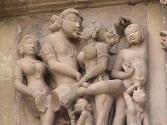 Συνδυασμός φραπέ και ποδοφραπέ στο ναό Κόναρκ Σουν στην Ινδία. (από Khan, 01/05/13)