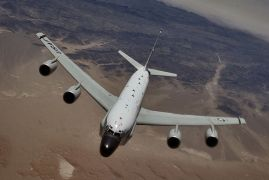 To RC-135 Rivet Joint aka γουρουνομύτης. (από Khan, 29/06/13)
