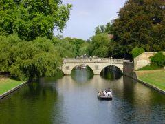 Ο ποταμός Cum διερχόμενος το Cumbridge. (από Khan, 02/07/13)