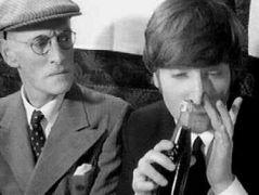 """""""Τζον Λένον σε λολοπαιγνιώδη διάθεση"""", μυδασίστ: Σφυρίζων. (από Khan, 09/07/13)"""