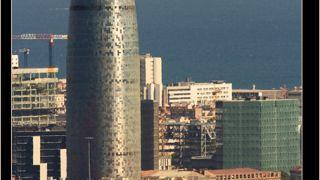 "Torre Agbar, επονομαζόμενον και ως ""η πούτσα της Μπαρτσελόνα"", αρρωστούργημα του αρχιτέκτονα Jean Nouvel. (από Khan, 18/02/14)"
