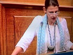 Η ταγάρι chic βουλευτίνα του Σύριζα Μαρία Κανελλοπούλου (από Khan, 30/03/14)