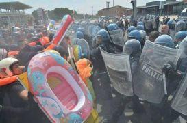Τρολετάριοι διαδηλωτές (από Khan, 04/05/14)