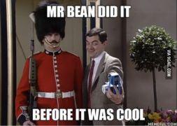 Να σημειωθεί παρακαλώ η προδρομική συμβολή του Mr Bean στην κουλτούρα των σέλφιζ. (από Khan, 09/07/14)