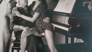 Η οικογένεια της Carla Bruni απαθανατισμένη από τον Helmut Newton. (από Khan, 29/07/14)