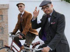 Από χίπστερ ποδηλατοδρομία με tweed στις Σπέτσες. (από Khan, 06/11/14)