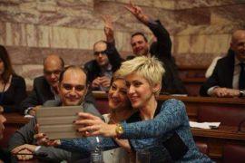 Σέλφι του Ποταμιού στη Βουλή. (από Khan, 09/02/15)