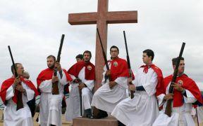 «Μπαλωθιές» στην Γαλλία. Το Πάσχα στο Καργκέζε της Κορσικής έχει ορθόδοξες ψαλμωδίες και μπόλικους πυροβολισμούς. Η ελληνική παροικία εκεί, κρατά την παράδοση όπως κάθε χρόνο. (από soulto, 24/03/15)
