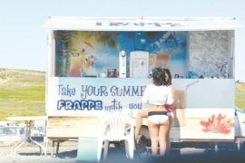 Νέα μόδα στην Κύπρο οι σέξι (γδ)ντυμένες πωλήτριες (δόκιμου) φραπέ. (από Khan, 19/03/15)