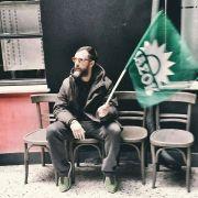 Πασοκοχιπστεράδες: Οι χιπστεράδες που γουστάρουνε Πασόκ επειδή είναι βίντατζ. (από Khan, 02/04/15)