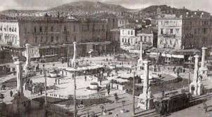 Η Πλατεία Ομονοίας με τις Μούσες και την Καλλιόπη δίπλα στα αποχωρητήρια
