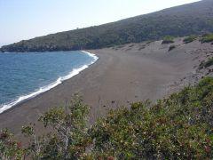 Η Παχιά Νισύρου με τη χαρακτηριστική άμμο