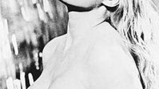 H Ανίτα Έκμπεργκ βουτά στη Φοντάνα ντι Τρέβι κι ο Φελίνι δημιουργεί μία από τις κλασικότερες σκηνές στην ιστορία του κινηματογράφου, 1960
